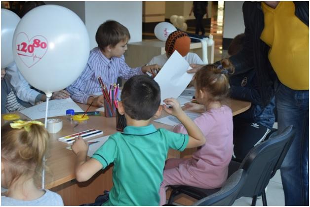 Для детей проводились развивающие игры, арттерапия.
